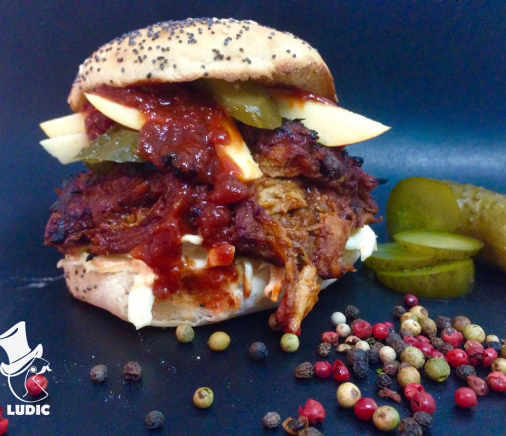 Sandwich cu zdrente de porc